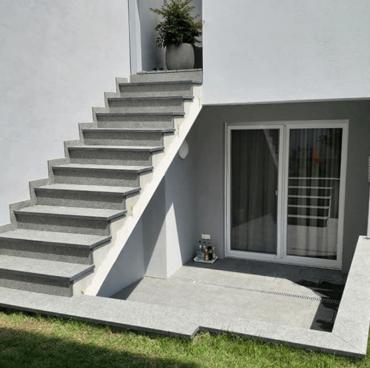Menzel Treppe aus Nero Impala 01